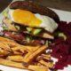 Kipburger met Rode Biet en Zoete Aardappel Friet